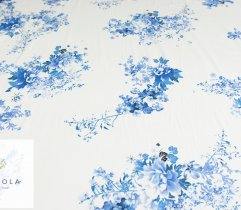Bawełna satyna błękitne kwiaty na białym tle