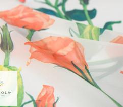 Szyfon pomarańczowe róże na jasnym tle