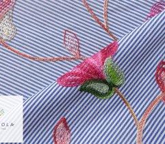 Tkanina haftowana: duże kwiaty - indygo