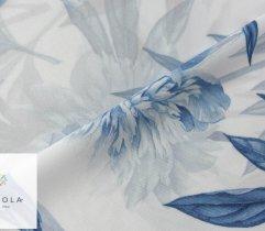 Silki niebieskie kwiaty na białym